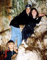 В тот раз мы умудрились осмотреть всю пещеру без фонаря, на одной зажигалке, салфетках и фотовспышке
